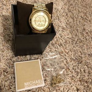 MICHAEL KORS oversized gold watch